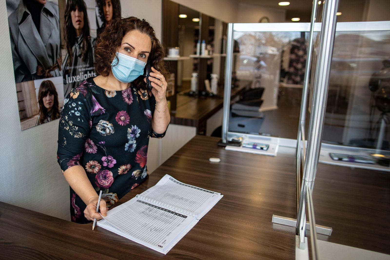 Coronavirus - Duisburg - Friseursalon versteigert Termin