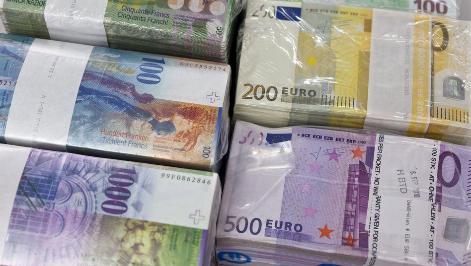 Euro-Banknoten: Die Schweizer Notenbank stützt den Kurs der Gemeinschaftswährung