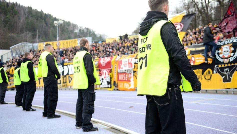 Dresden-Fans in Aue: Remis im Sachsenderby