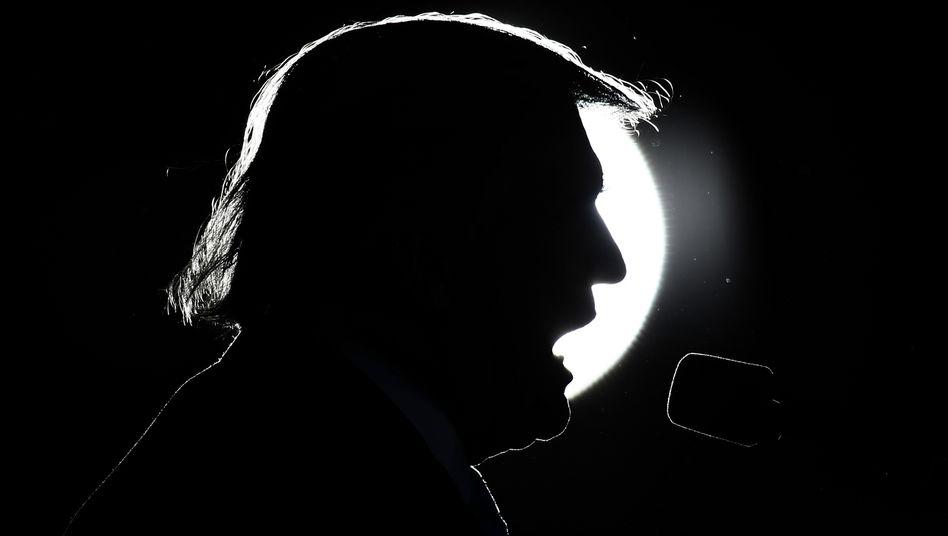 US-Präsident Donald Trump: Er beschimpft Journalisten, erpresst Gouverneure und feiert seine Einschaltquoten - während Tausende sterben