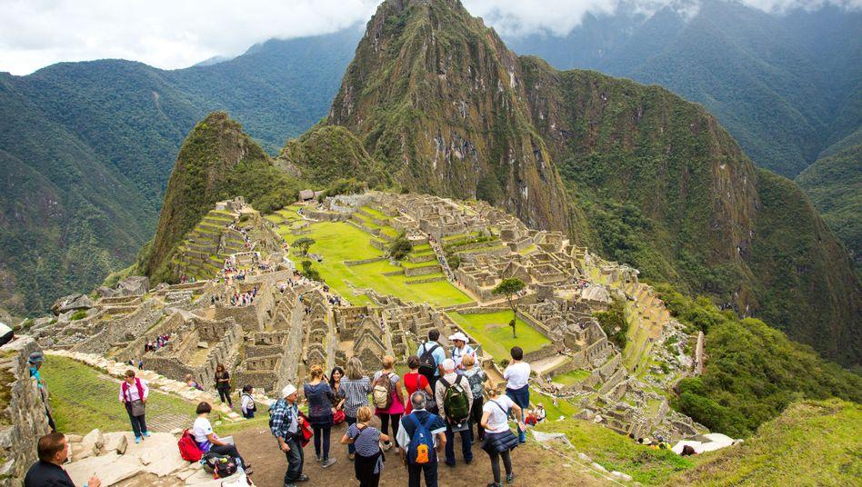 Touristen im Vordergrund, Weltkulturerbe im Hintergrund