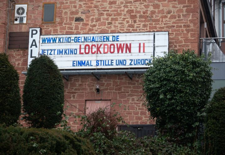 Sarkastische Anzeige eines Kinobetreibers für »Lockdown II – Einmal Stille und zurück«