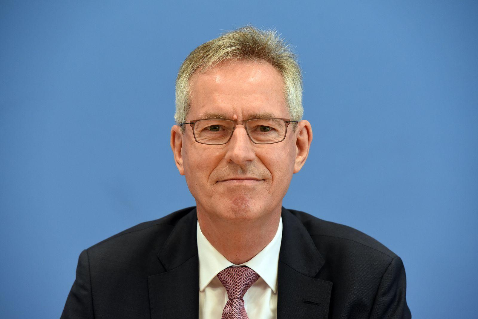 Bundeswahlleiter Dieter Sarreither