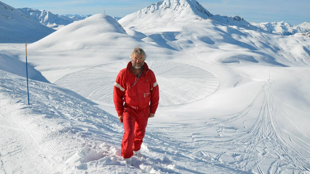 Kunst im Schnee: Beeindruckende Muster in weißer Landschaft