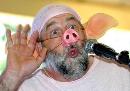 Jährlicher Wettbewerb im Schweinequieken in Trie-sur-Baise: Teilnehmer Jaques Barrot