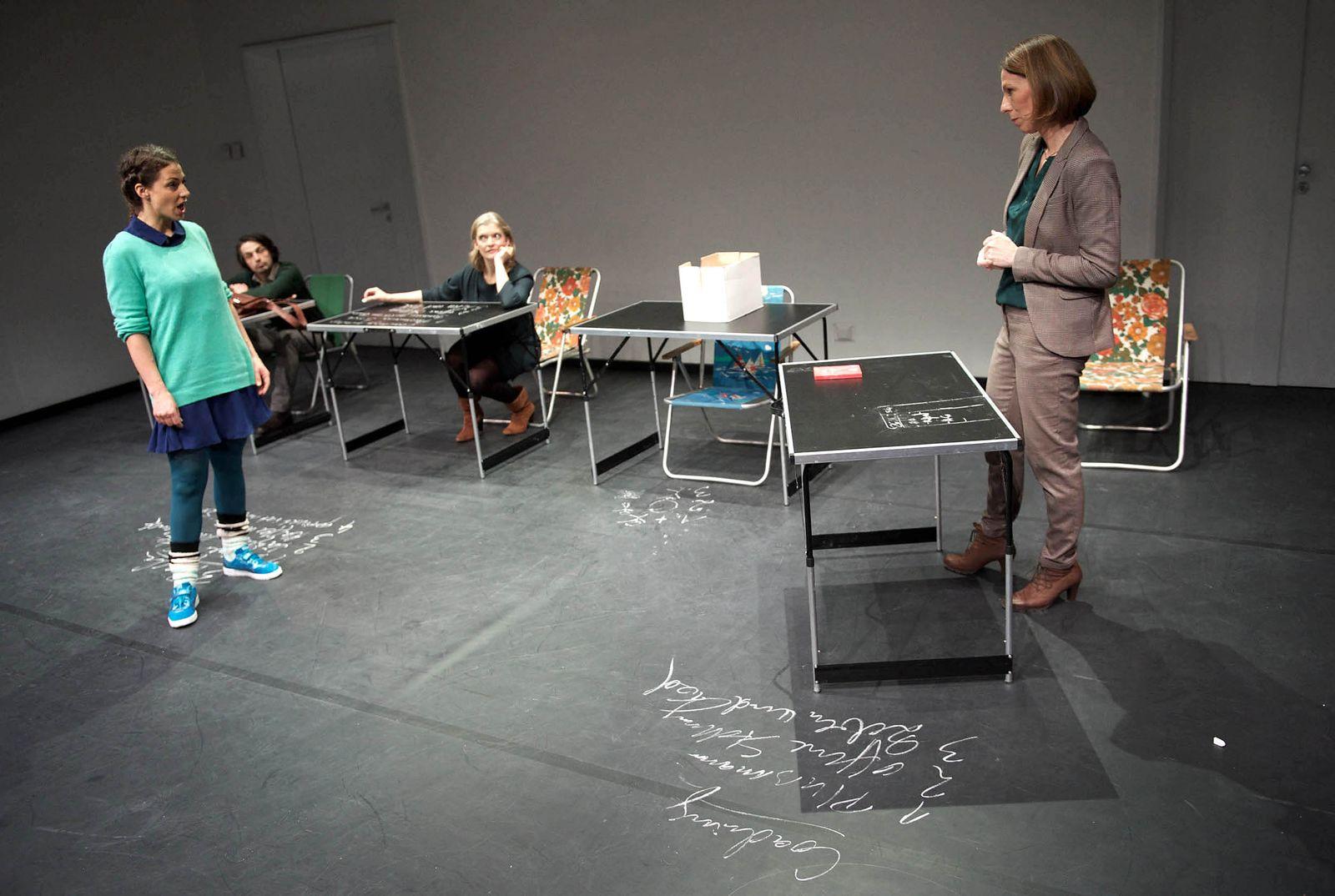 EINMALIGE VERWENDUNG Theater/ Olga Feger/ Kreide Fressen