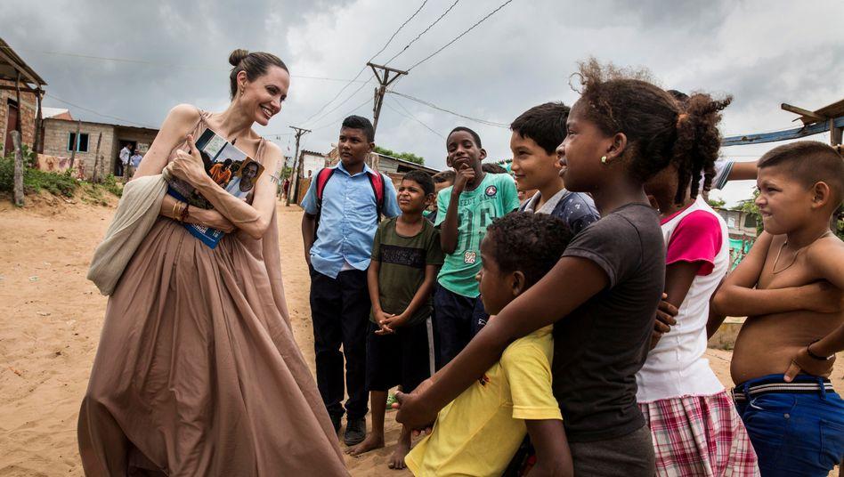 Angelina Jolie mit Kindern im kolumbianischen Riohacha (Region La Guajira)