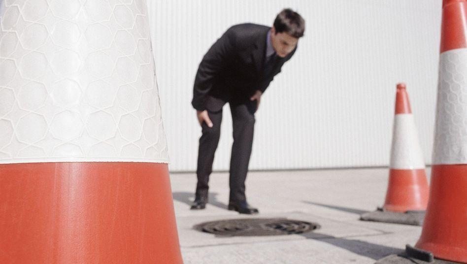 Allein unter Pylonen: Blogger Airen (Abbildung ähnlich) musste als Trainee orangefarbene Hütchen vom Parkplatz klauben