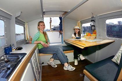Hausboot-Kabine: Auf mehrtägigen Touren können bis zu zwei Erwachsene und zwei Kinder unter Deck übernachten