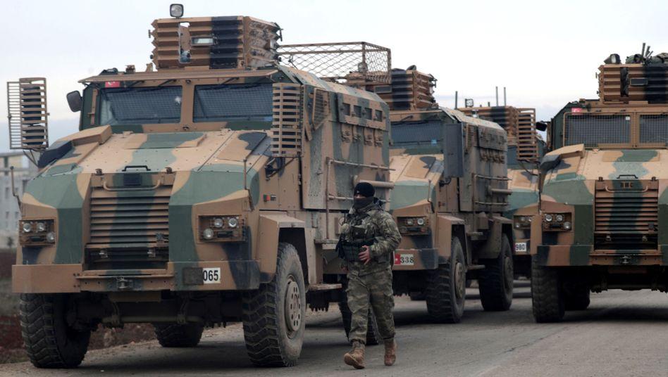 Türkische Soldaten bei Idlib: Seit mehr als einer Woche keine Luftangriffe auf zivile Ziele