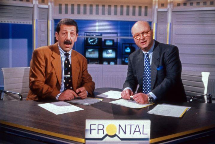"""Ulrich Kienzle (links) im """"Frontal""""-Studio gemeinsam mit seinem Kollegen Bodo Hauser, der 2004 verstarb"""