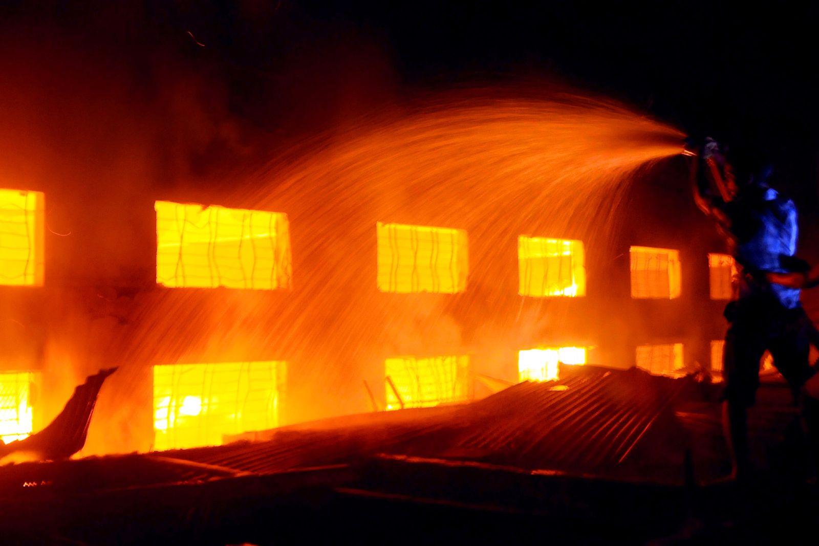 Bangladesch/ Fabrik/ Feuer