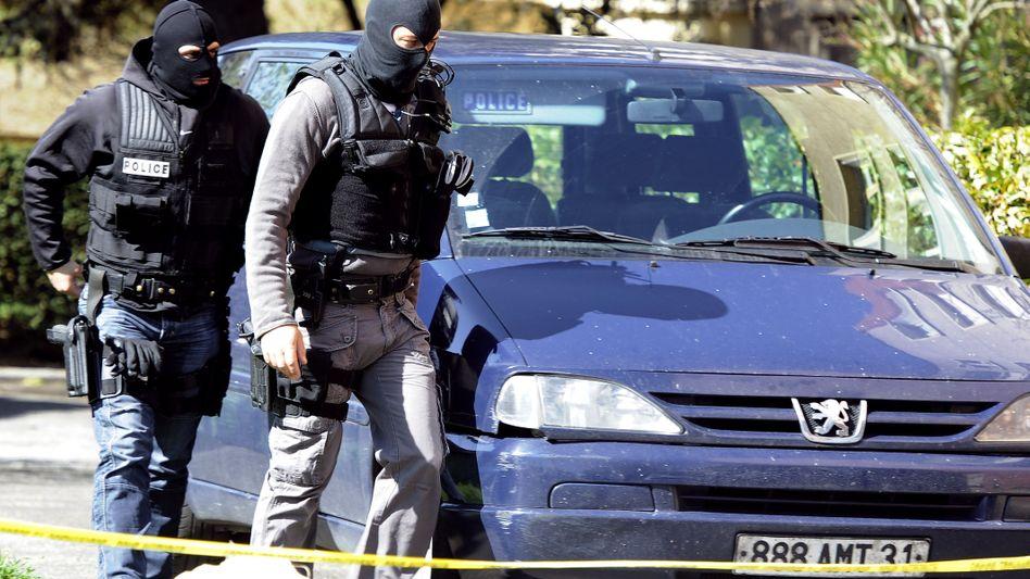 Spezialkräfte bei der Wohnung von Mohamed Merah (Archiv): Täter unterschätzt?