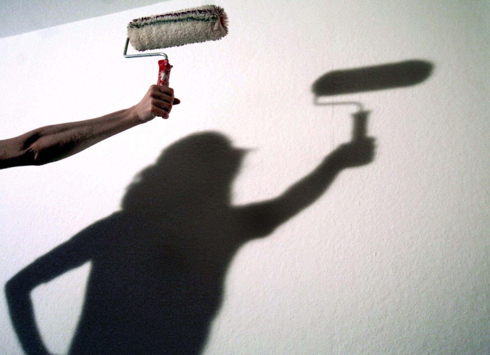 Schönheitsreparatur / Wand wird frisch gestrichen