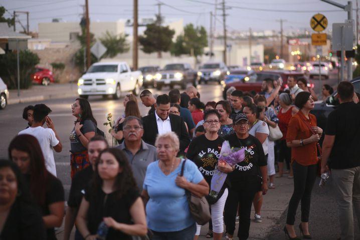 Schlange von Trauernden in El Paso: Besucher kamen aus allen Landesteilen der USA