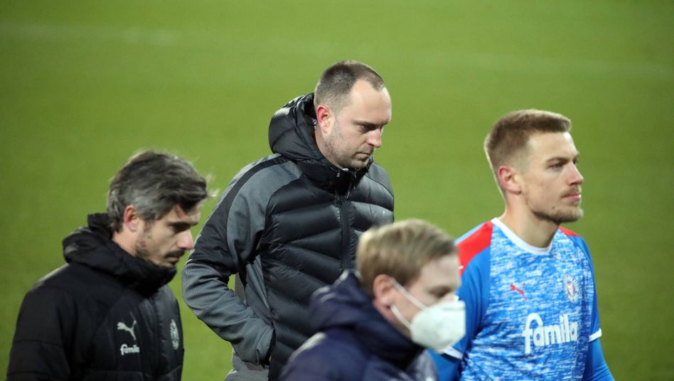 Holstein Kiels Trainer Ole Werner und Kollegen