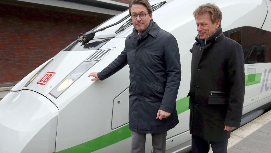 Andreas Scheuer (links) mit Bahnchef Richard Lutz (2018): Rasche Umsetzung von Maßnahmen gefordert