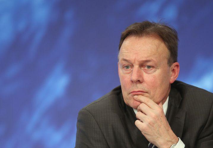 Fraktionsvorsitzender Thomas Oppermann: Auf Beschwerden über Hinze reagiert er mit einer kargen Stellungnahme