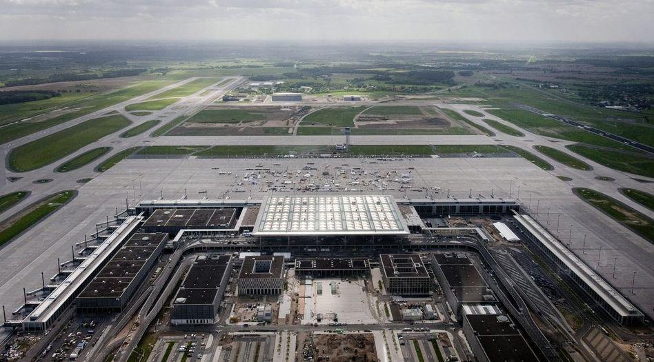 """Baustelle Berliner Großflughafen »Willy Brandt"""": Bereits 2007 errechnete ein Gutachter, dass das Budget nicht reichen wird"""