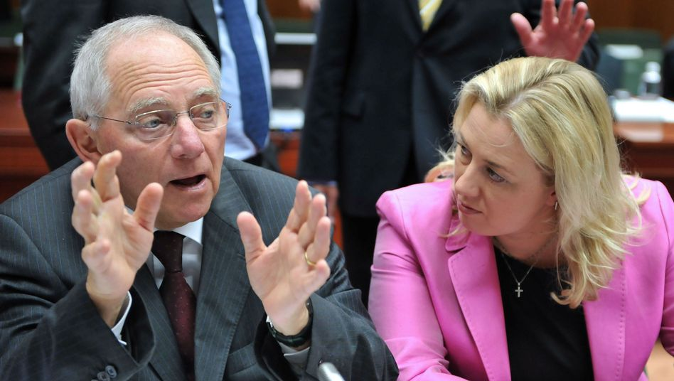 German Finance Minister Wolfgang Schäuble and Finnish counterpart Jutta Urpilainen