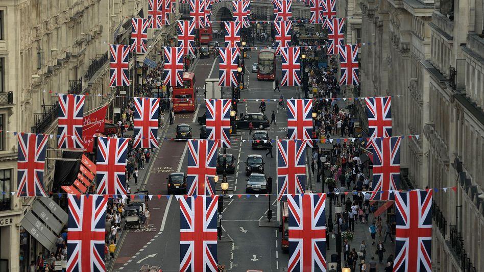 Flaggenparade in Londons Regent Street: Patriotischer Überschwang