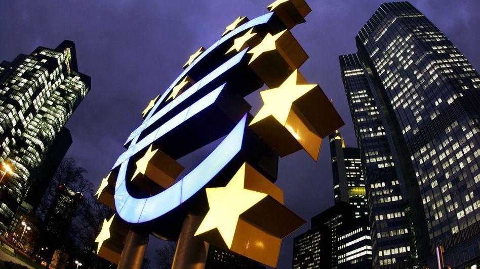 Vor der EZB in Frankfurt: Der europäischen Rettungsschirm wurde abgestuft