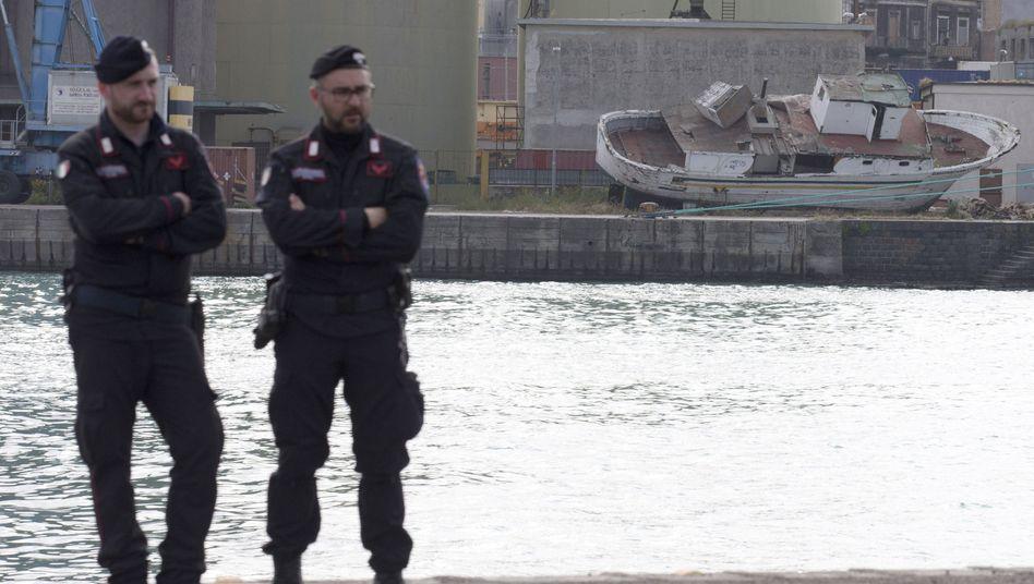 Unglückim Mittelmeer: Polizeinimmt Kapitän des gesunkenen Flüchtlingsbootes fest