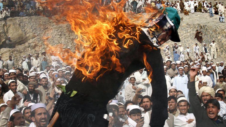 Verbrennung einer Terry-Jones-Puppe in Afghanistan: Wütende Reaktionen auf eine Provokation