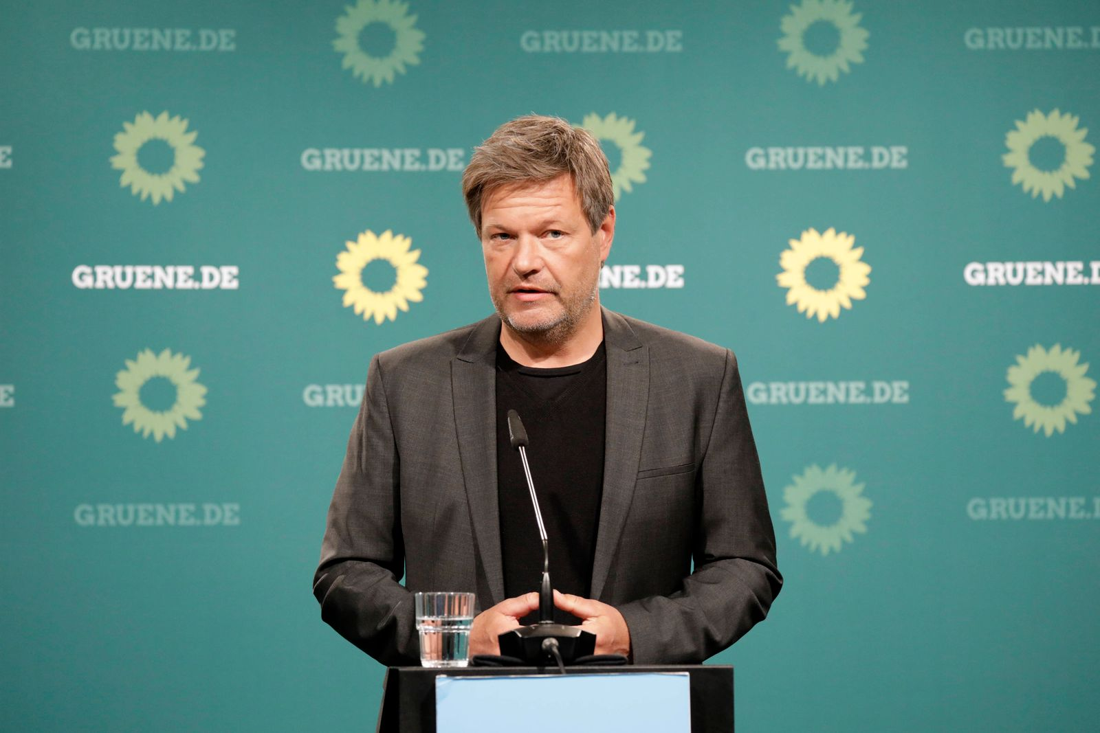 Robert Habeck, Co-Bundesvorsitzender von Buendnis 90/Die Gruenen, PK nach der Gremiensitzung, DEU, Berlin, 03.05.2021 *