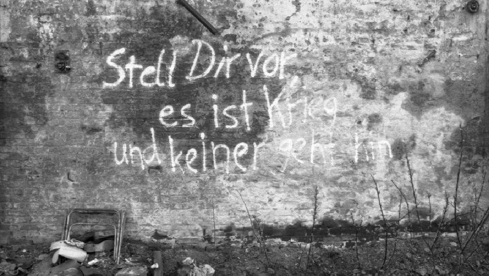 """""""Stell dir vor, es ist Krieg..."""": Wie der Spruch in die Welt und aufs Plakat kam"""