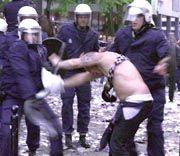 Verhaftung eines Fußballrowdys