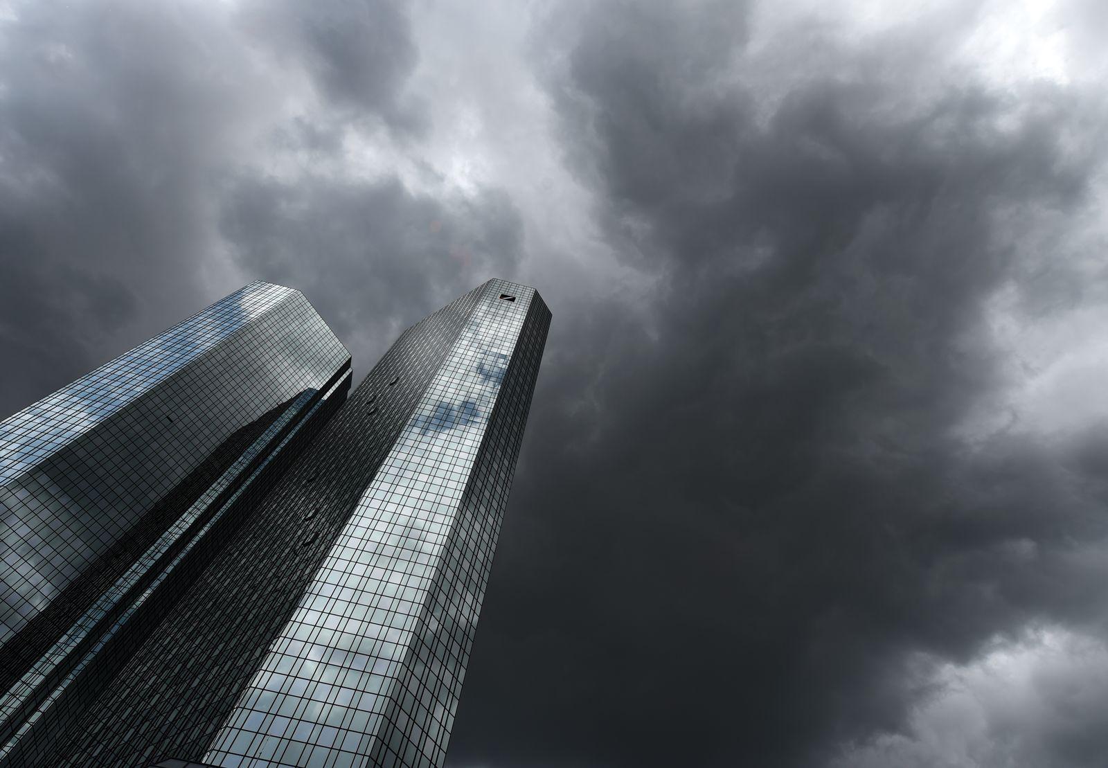 Deutschen Bank / Dunkle Wolken