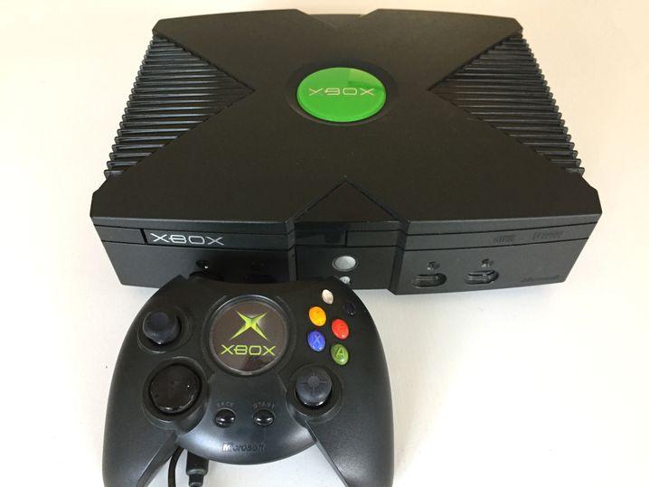 Die Xbox ist bei Erscheinen die leistungsfähigste Videospiel-Hardware - aber auch die größte, schwerste und teuerste