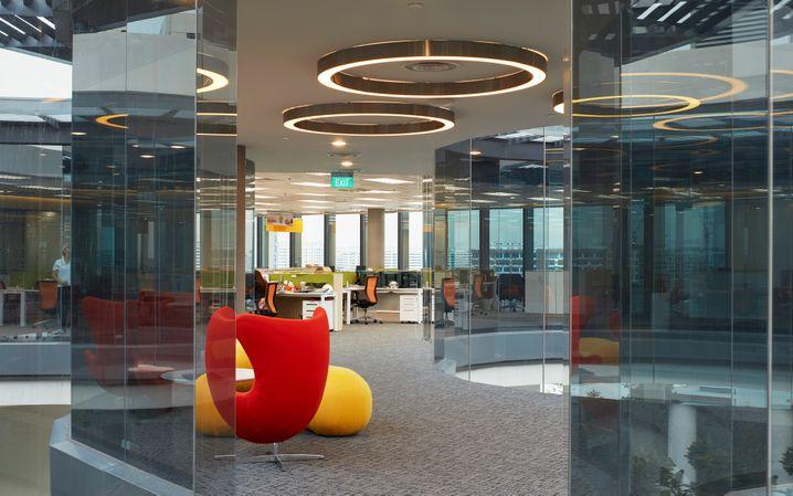 Durchblick und Trennscheiben: Offener Grundriss in einem Bürogebäude