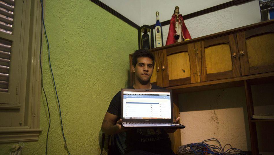 Teilnehmer des Streetnets: Der Laptop von Rafael Antonio Broche Moreno ist mit 9000 Computern vernetzt