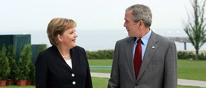 Merkel and Bush at the G-8 summit in Heiligendamm in June: The German chancellor prefers to avoid public conflicts with the American president.