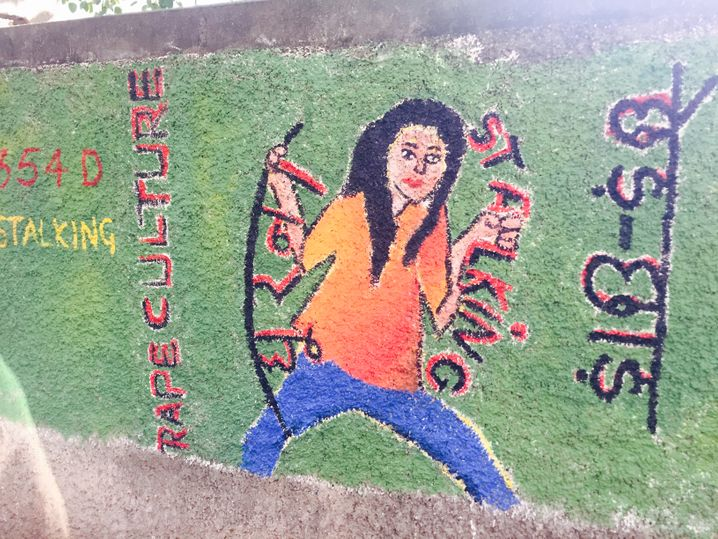 Wandbilder machen auf sexuelle Gewalt aufmerksam