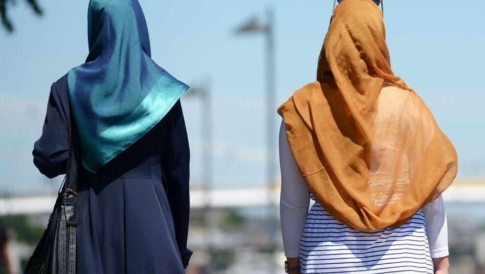 Frauen mit Kopftuch (Archivbild)