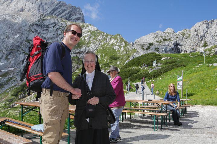 Dobrindt auf Wahlkreistour an der Zugspitze im Juli 2012