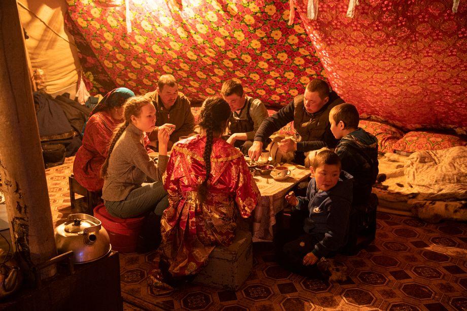 Nenzen-Familie beim Abendessen im Tsum