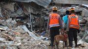 Einsatzkräfte finden immer mehr Tote – Überschwemmungen auf Borneo