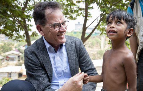 Entwicklungsminister Gerd Müller im Flüchtlingslager Kutupalong in Bangladesch