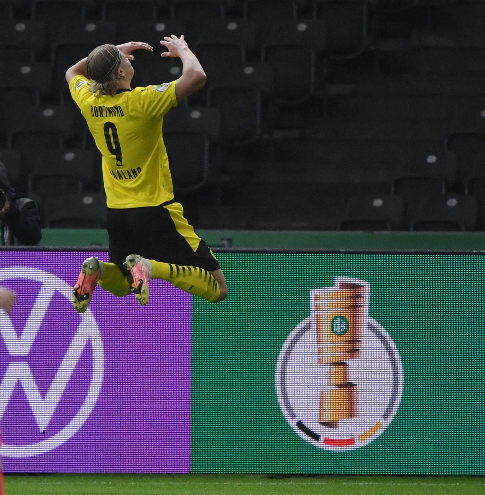 Jubelsprung Erling Haaland (Borussia Dortmund) 13.05.2021, Fussball GER, Saison 2020 2021, DFB Pokal, Finale in Berlin,