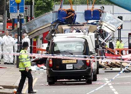 Londoner Polizisten vor gesprengtem Bus: Drohungen gegen Italien