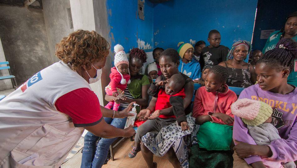 Aufklärungsunterricht zum Thema Desinfektion in Nairobi, Kenia