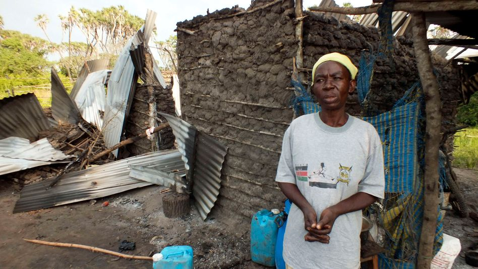 Zerstörte Häuser in der Nähe von Lamu: Bei Attacken in Kenia sterben Dutzende Menschen