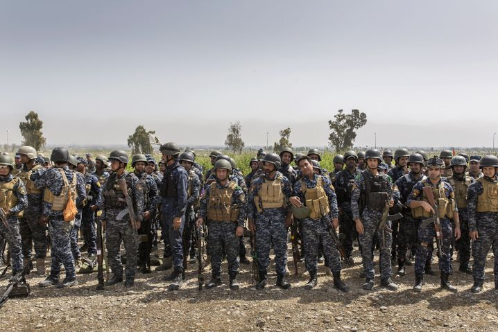 Members of the Iraqi Federal Police force just outside of Mosul