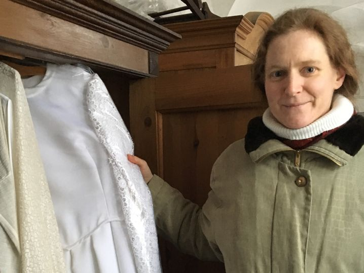 Dieses Brautkleid wollte Claudia Schwarz tragen, wenn sie Novizin des Ordens wird