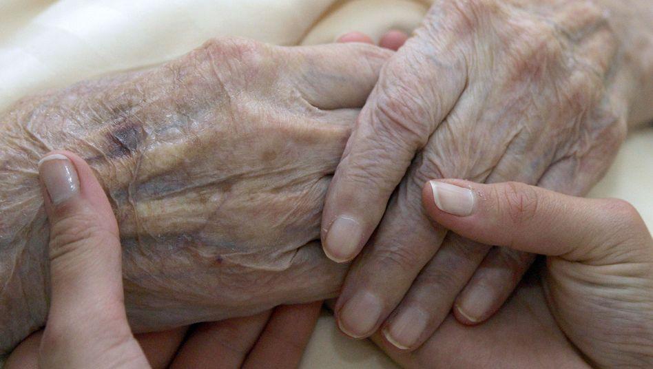 Beistand am Ende des Lebens: Ab wann ist Leid unerträglich?