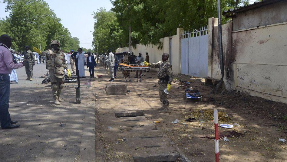 Aufräumen nach Attentaten in N'Djamena: Dutzende starben